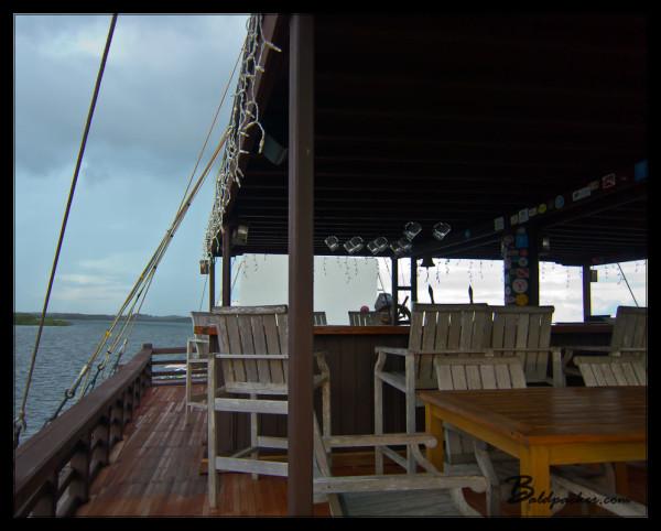 Manta Ray Bay Resort's Crow's Nest Bar and Restaurant