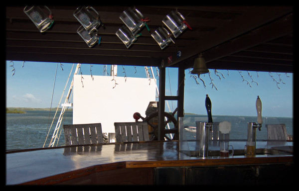 Manta Ray Bay Resort's Crow's Nest Bar