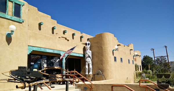 Velvet Garter Saloon and Restaurant, Whites City